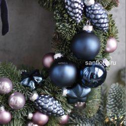 синий новогодний венок с украшениями из стекла купить в спб