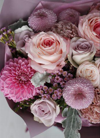 Букет из пионовидных роз и георгинов