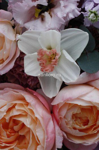 букет с персиковыми розами